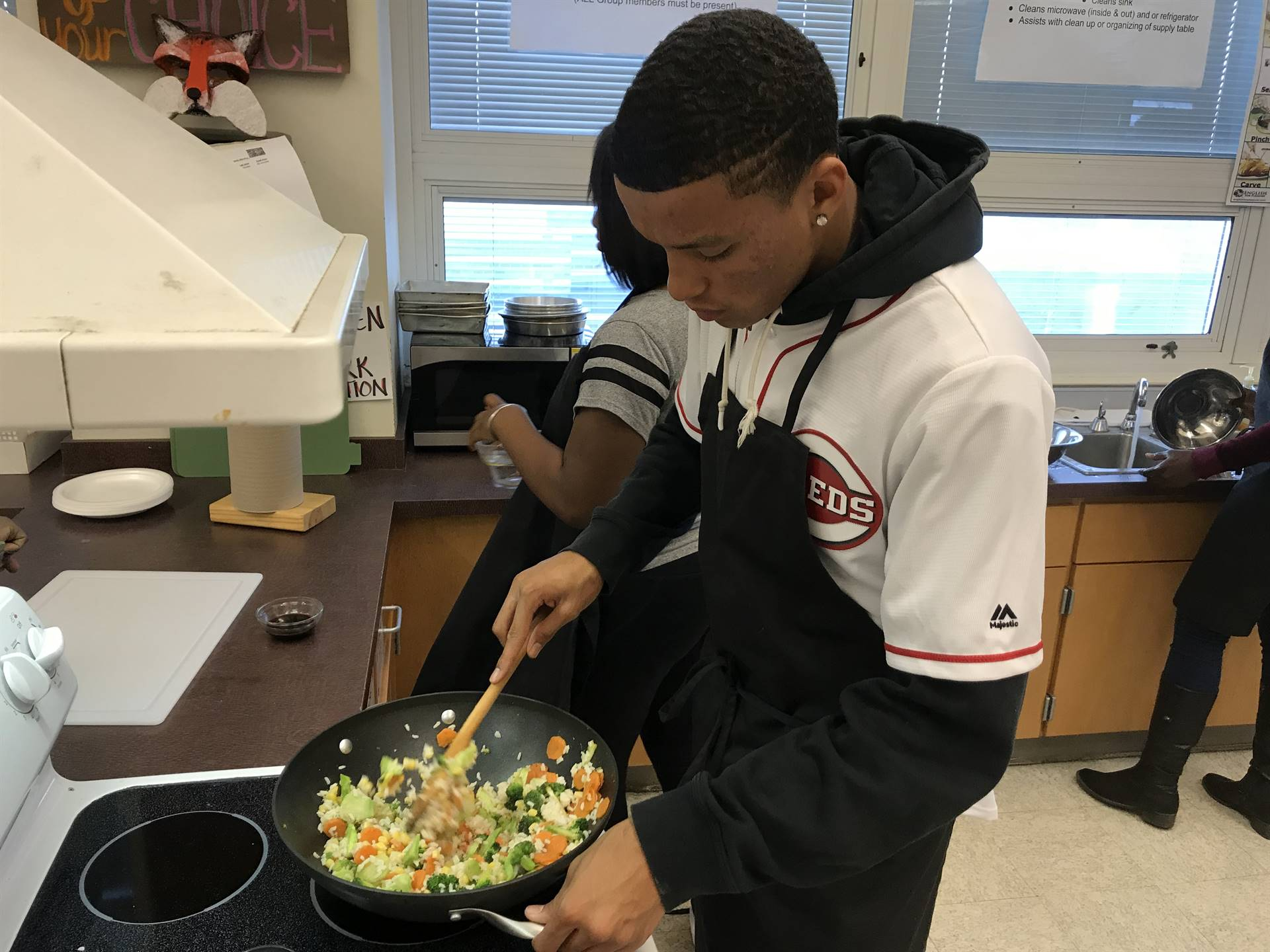 Food Tech students learn to make healthy stir fry