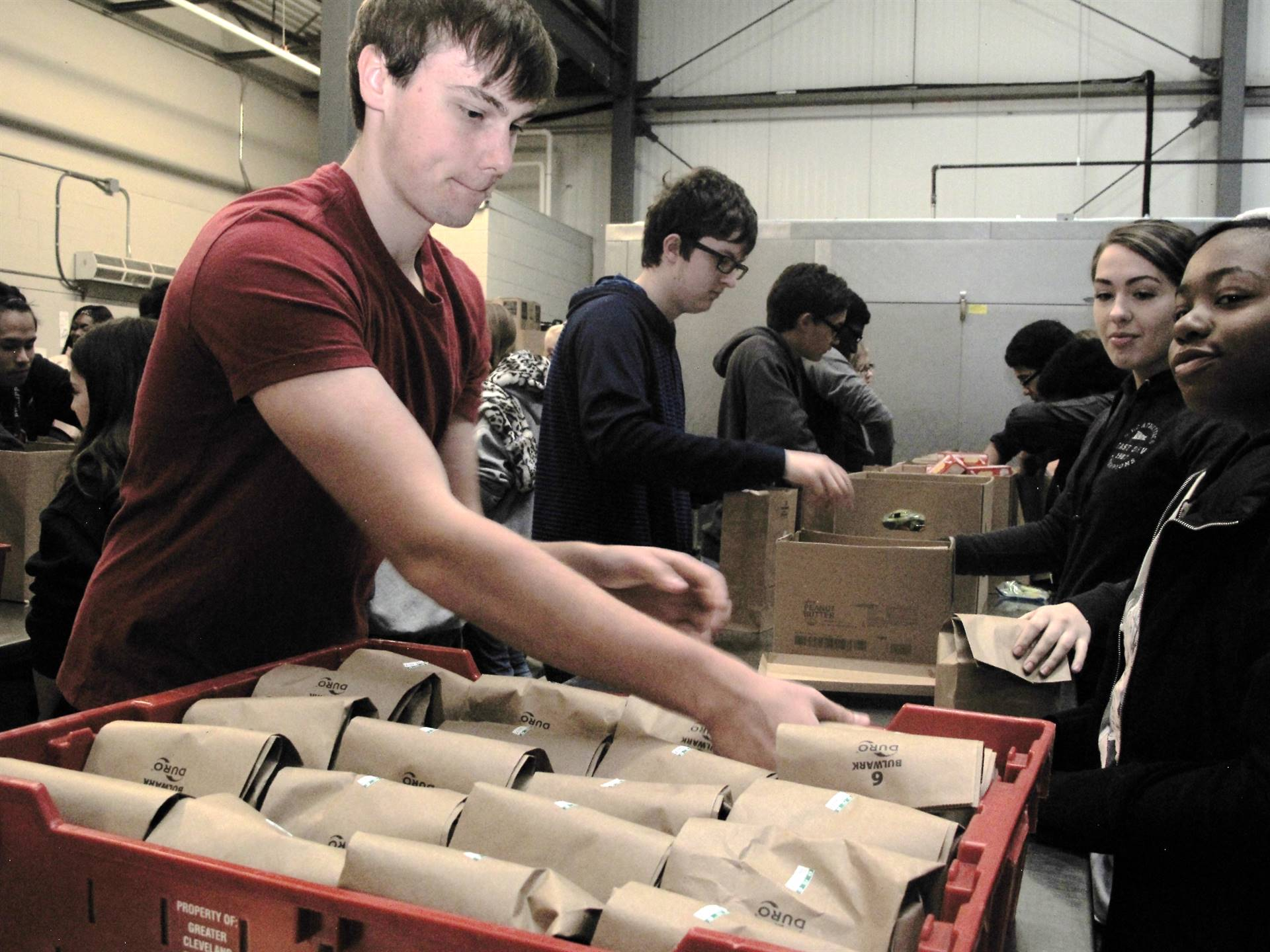 students packing food boxes