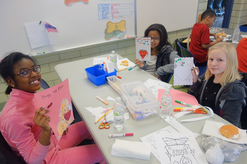 Elmwood K-Club Making Thank You Cards