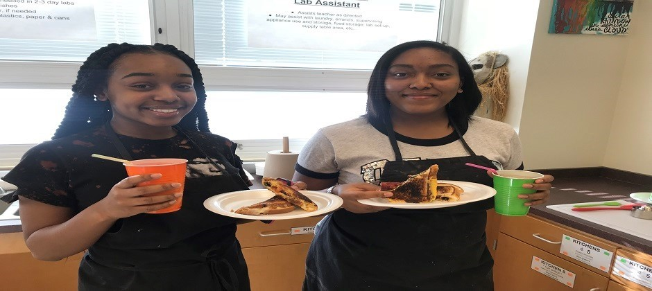 Food Service Students Make Grilled Cheese and Smoothies